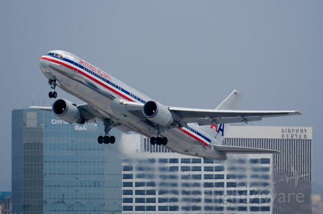 BOEING 767-200 (N386AA)