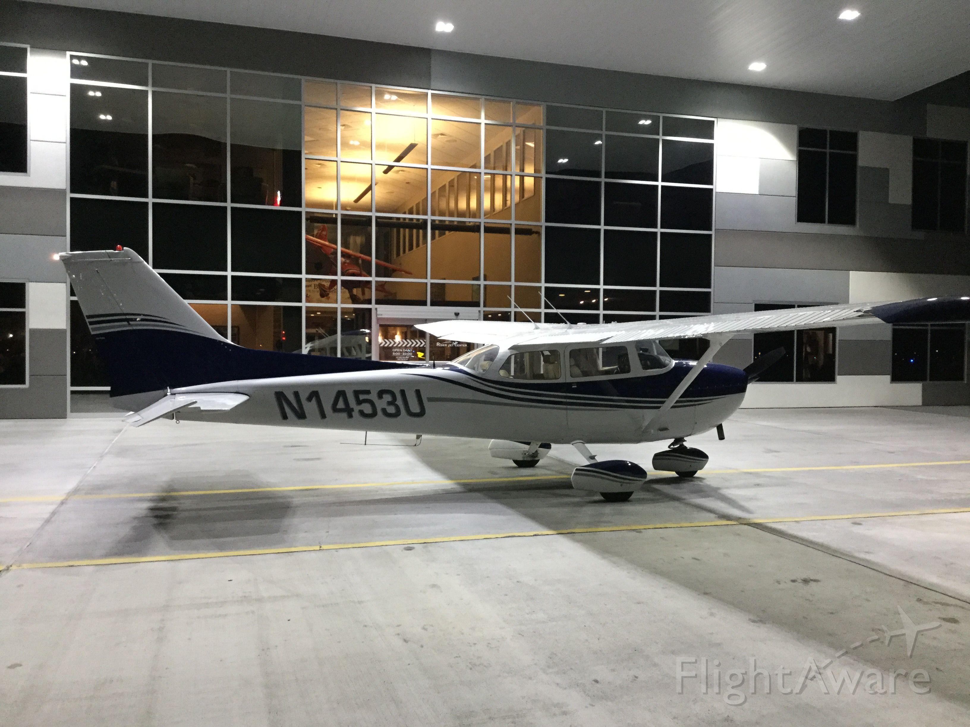 Cessna Skyhawk (N1453U)