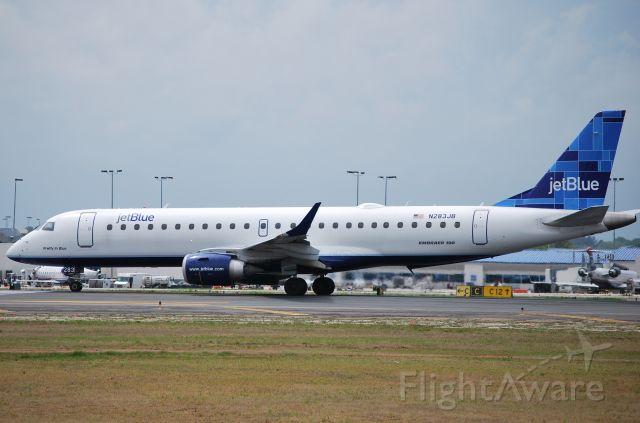 Embraer ERJ-190 (N283JB) - In position 18L - 4/8/10