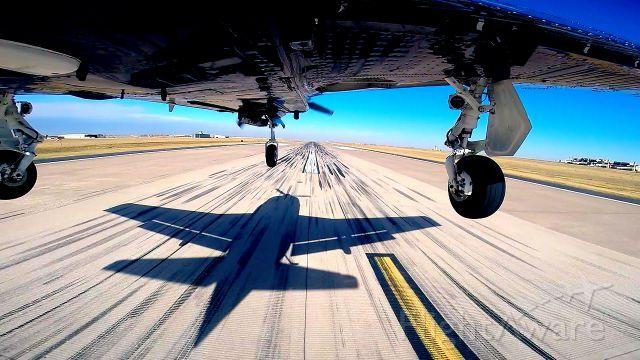 Rockwell Commander 114 (N527GT) - Landing on 35L, Lubbock
