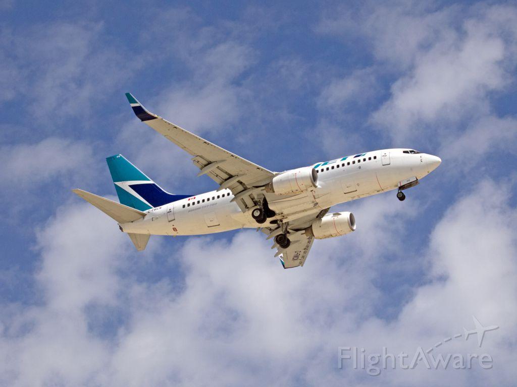 Boeing 737-700 (C-FWCN) - Spotting