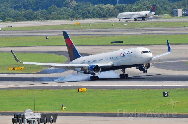 BOEING 767-300 (N187DN) - Burning rubber, June 2019