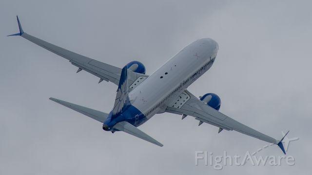 Boeing 737 MAX 8 (EW-528PA)