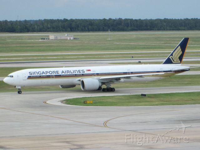 BOEING 777-300 (9V-SWP)