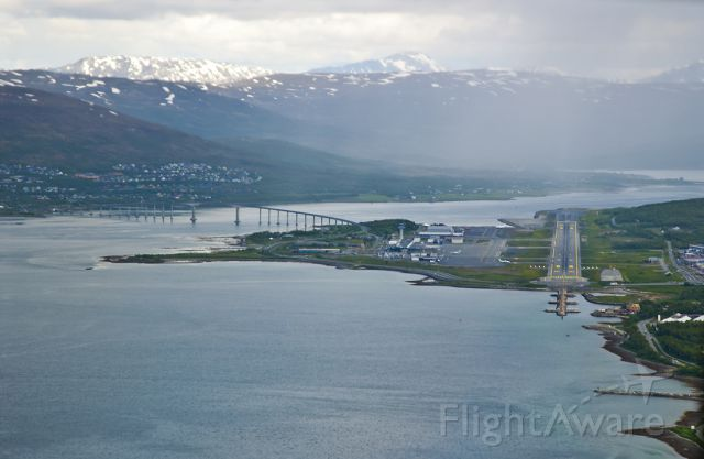 BOEING 737-300 (LN-KKY) - Landing at Tromso Airport (ENTC) in the far North of Norway, the midnight sun city of Norway. The airport is seen as we land from the south.