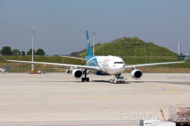 Airbus A330-200 (A4O-SO)