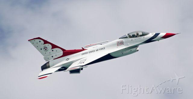 Lockheed F-16 Fighting Falcon — - Thunderbirds