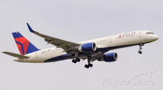 Boeing 757-200 (N699DL) - A Delta 757-200 operating as Dl1445 from Minneapolis St. Paul on final approach for runway 22R at  Detroit Metro Airport.