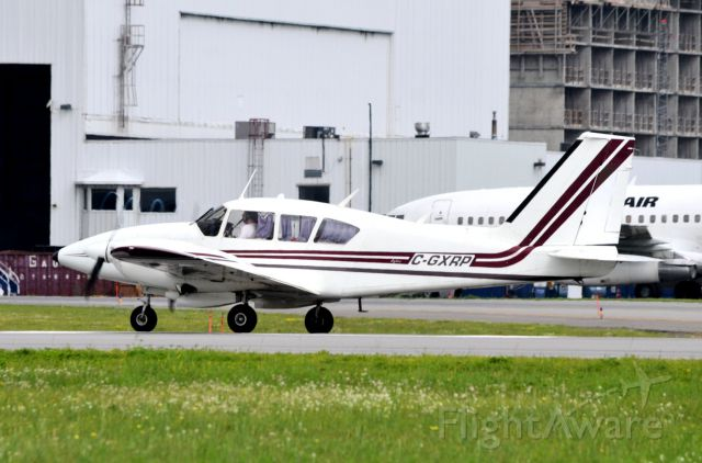 Piper Apache (C-GXRP) - Heading for Brantford.