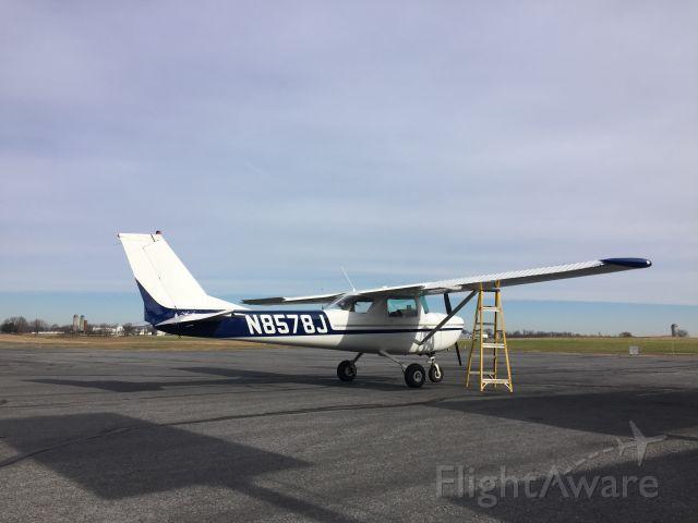 Cessna Commuter (N8578J) - Wrapping up preflight.