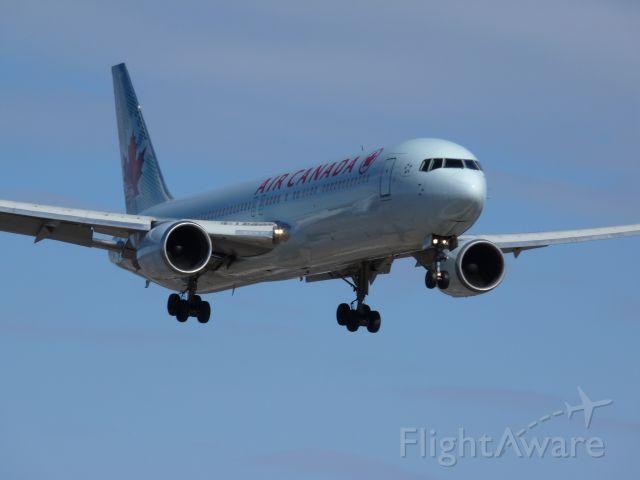 BOEING 767-300 (C-FCAG)