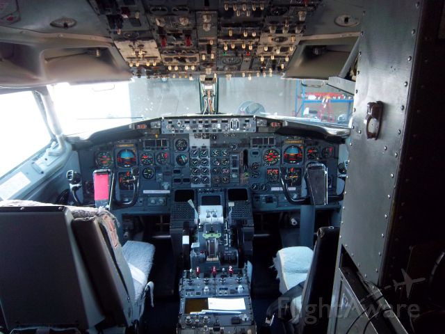 BOEING 737-400 (SWQ802)
