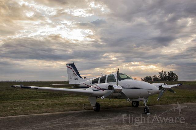 Beechcraft 55 Baron (LV-RAT) - Aerodromo General Villegas. BA