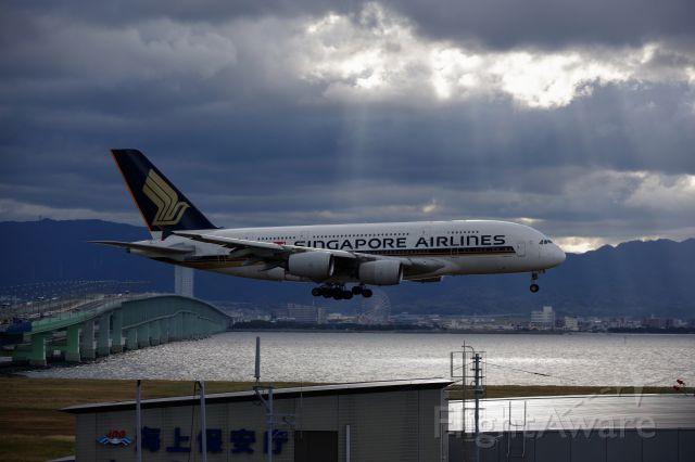 Airbus A380-800 (9V-SKG) - SQ618 KIX Final approach