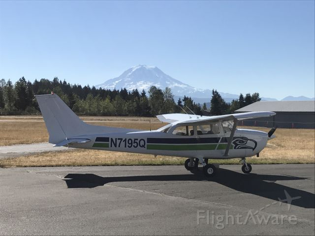 Cessna Skyhawk (N7195Q) - Our club aircraft parked at Thun Field in Summer of 2107 for some avionics repairs; Mt. Rainier in the background.