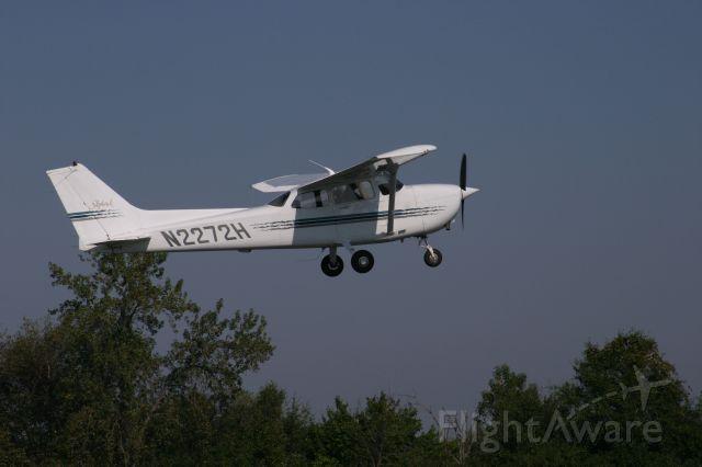 Cessna Skyhawk (N2272H)