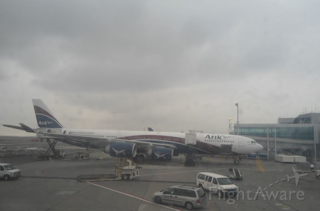 Airbus A340-500 (CS-TFX)