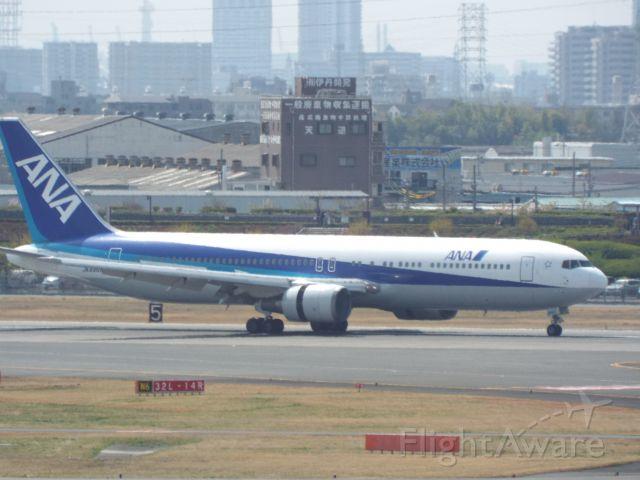 BOEING 767-300 (JA8368)