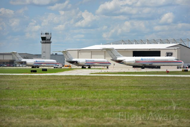 McDonnell Douglas DC-9-30 (N785TW) - Rare shot of three DC-9's together at once. N783TW, N784TW, N785TW