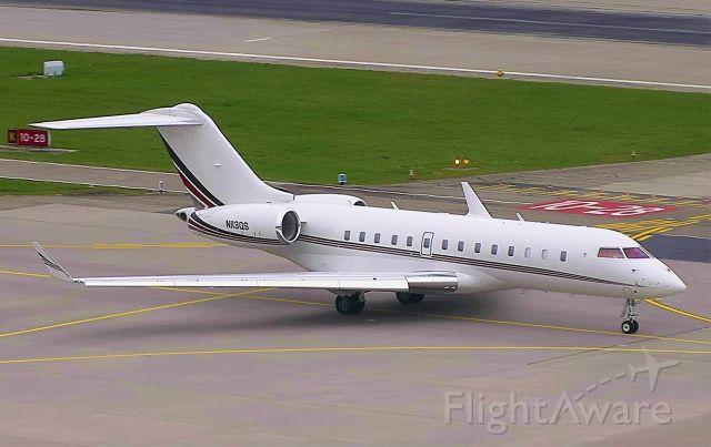 Bombardier Global 5000 (N113QS)