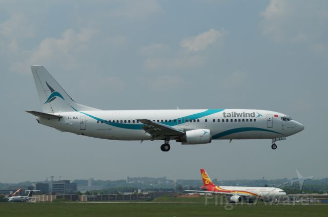 BOEING 737-400 (TC-TLC)