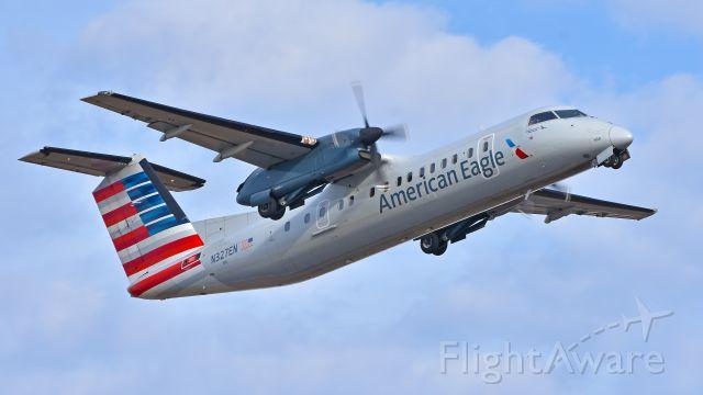 de Havilland Dash 8-300 (N327EN) - Piedmont Airlines (American Eagle) Bombardier Dash 8-300 (N327EN) departing KCLT Rwy 18L on 12/18/2017.