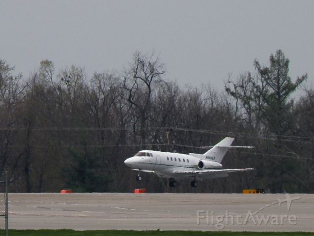 Raytheon Hawker 800 (N805LX) - N805LX, a Hawker 800XP, in from Cuyahoga County (KCGF) landing at Blue Grass Airport (KLEX)