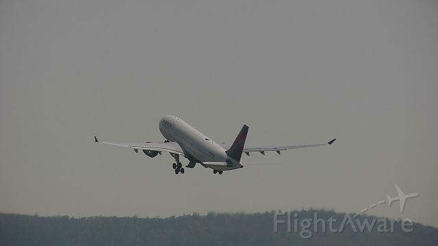 Airbus A330-200 (N855NW)
