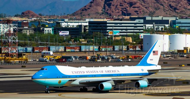 N28000 — - Air Force One Taxiing via Bravo