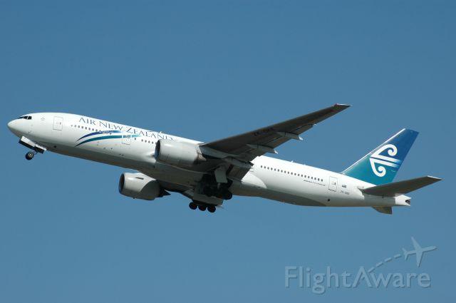 Boeing 777 (ZK-OKE) - Air New Zealand