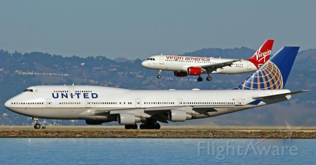 Boeing 747-400 (N107UA) - #nerdbird(N841VA) landing over the United Queen