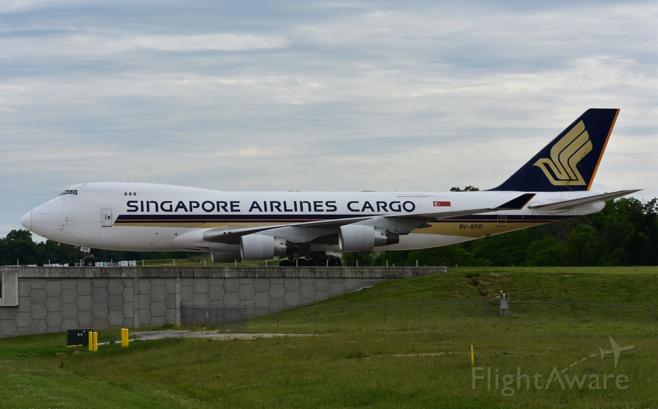 Boeing 747-400 (9V-SFO) - Singapore 744 taxiing to DHL At CVG