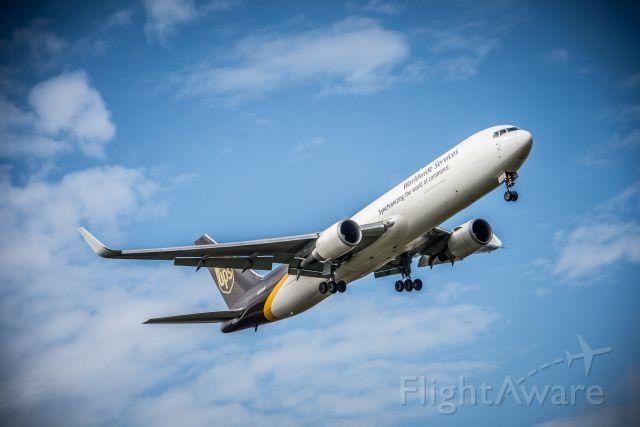 BOEING 767-300 (N346UP)