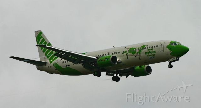 Boeing 737-700 (ZS-OTH) - A Kululua 737 comes into land on a very damp morning in November 2006