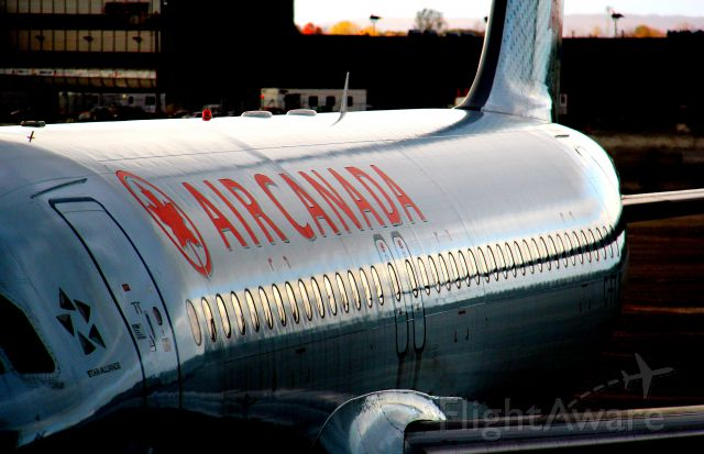 Airbus A320 (C-FTJP)