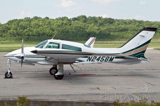 Cessna 310 (N245BM)