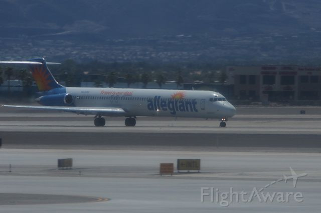 McDonnell Douglas MD-80 (N242NV)