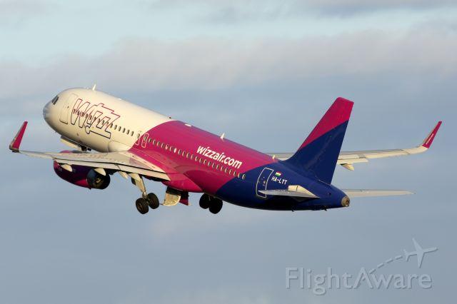 Airbus A320 (HA-LYT) - Tenerife Sur<br />15 april 2021