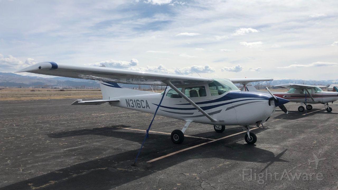 Cessna Skyhawk (N316CA) - N316CA In Hamilton MT