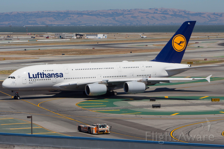 Airbus A380-800 (D-AIML)