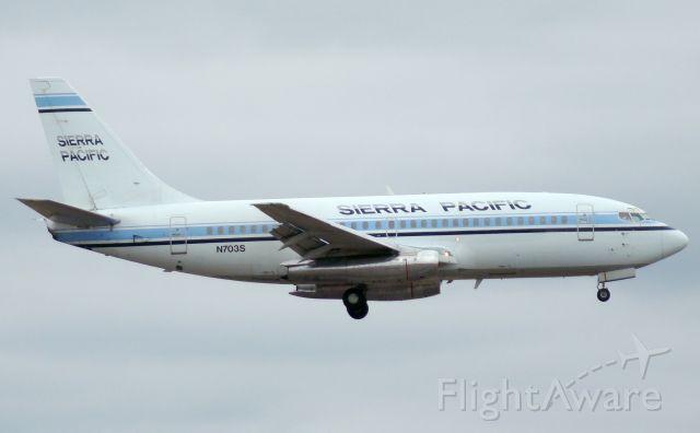 Boeing 737-200 (N703S) - Mar 14,09. Final 12R, San Antonio