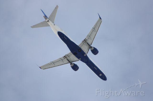 Embraer ERJ-190 (N283JB) - JetBlue E-190 over the coast of Long Beach NY, heading to 31R at JFK