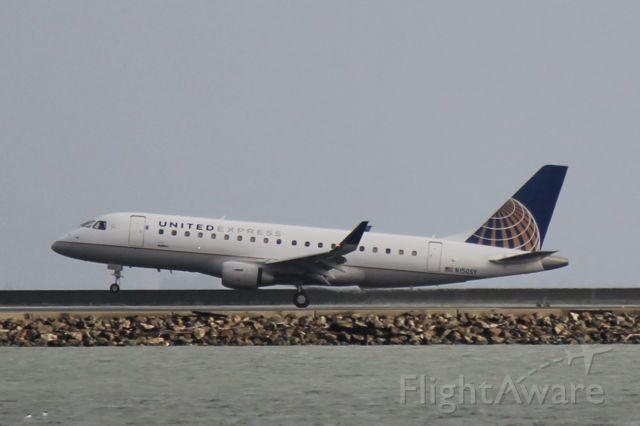 Embraer 170/175 (N150SY)