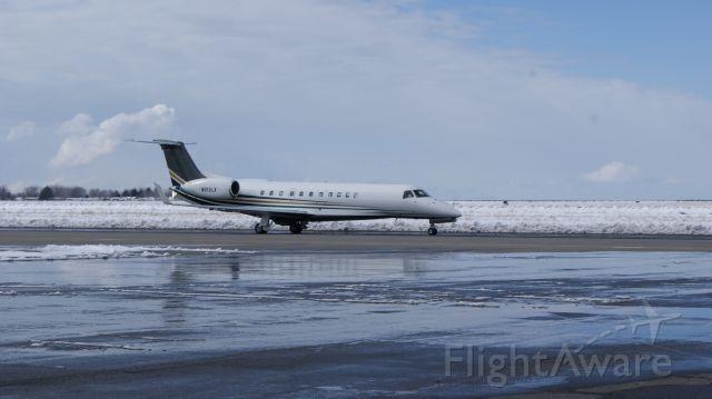 Embraer ERJ-135 (N913LX)