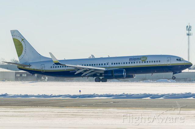 Boeing 737-700 (N749MA) - Landing at South Bend Internatioanal Airport