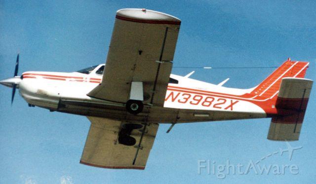 Piper Cherokee (N3982X) - Piper Arrow - Bell Flyers