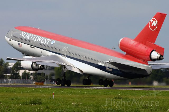 McDonnell Douglas DC-10 (N244NW)