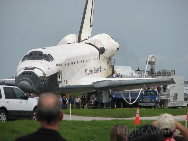 BOEING 737-300 (ELL104) - Shuttle Atlantis on her final decommissioning roll in after STS135