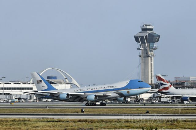 N28000 — - President Obama arrives at the Los Angeles International Airport, May 10, 2012, about fifteen minutes ahead of schedule, 6:15pm. – Weather was pleasant but slightly hazy