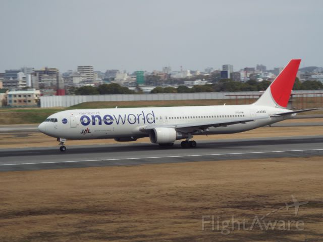 BOEING 767-300 (JA8980)
